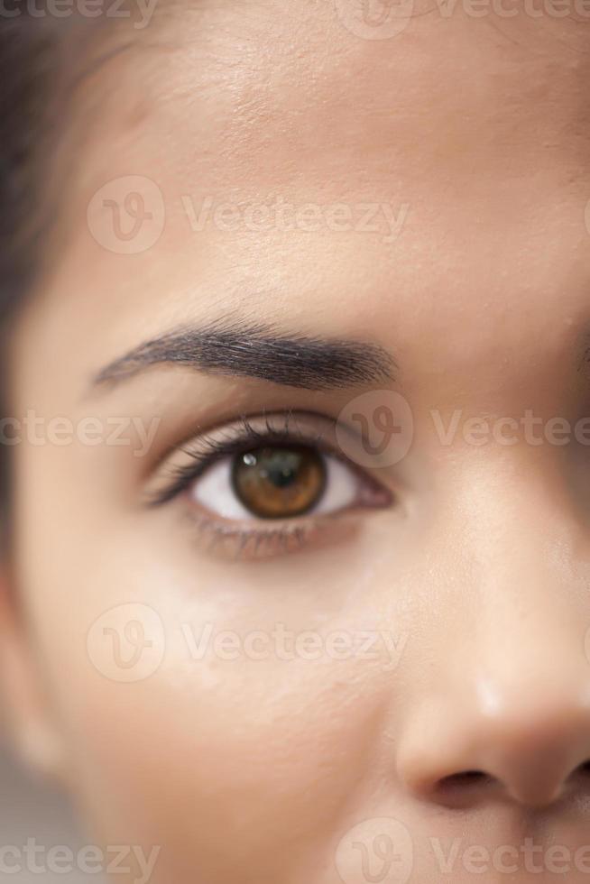 menselijk oog geïsoleerd foto