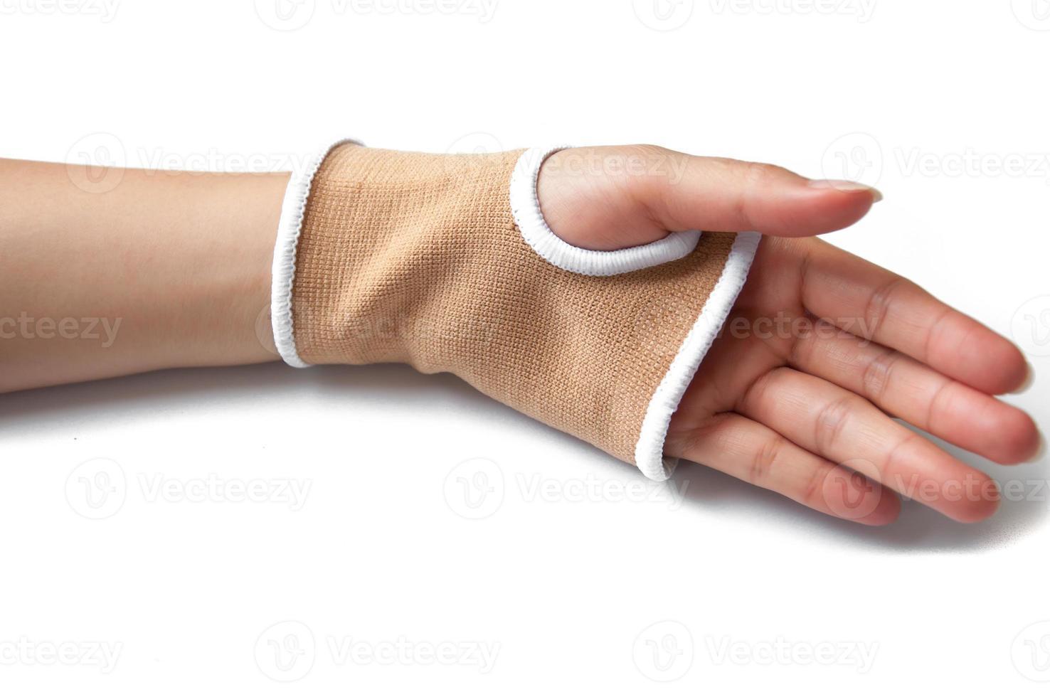 close-up hand spalk voor gebroken bot behandeling op wit wordt geïsoleerd foto