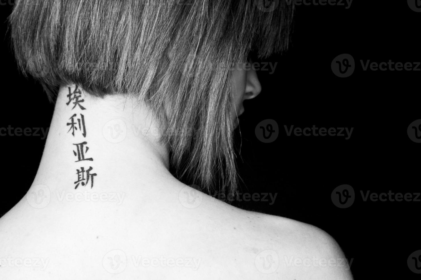 vrouw met tatoeage foto