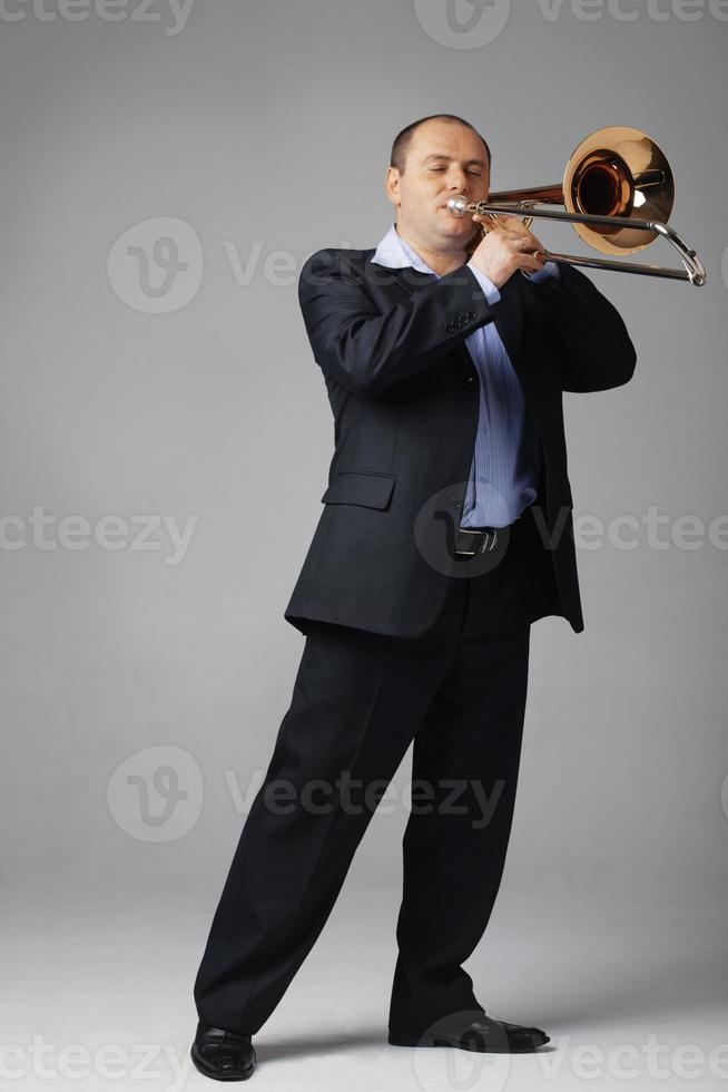 jonge trombonist foto