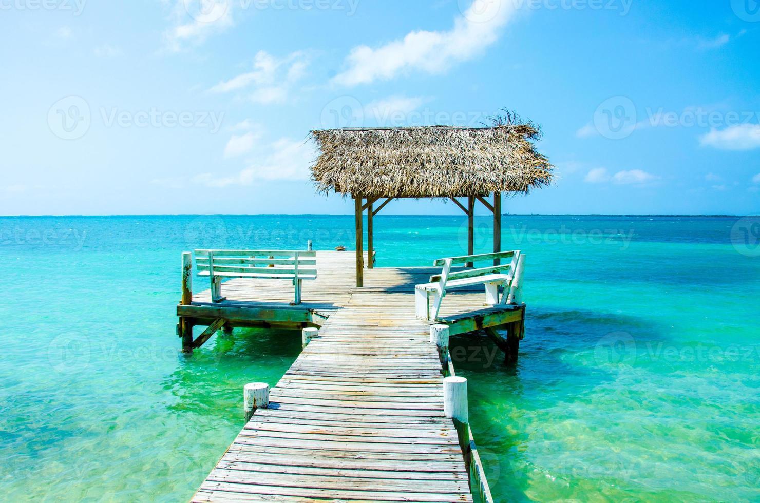 meditatie en ontspannen op de pier foto