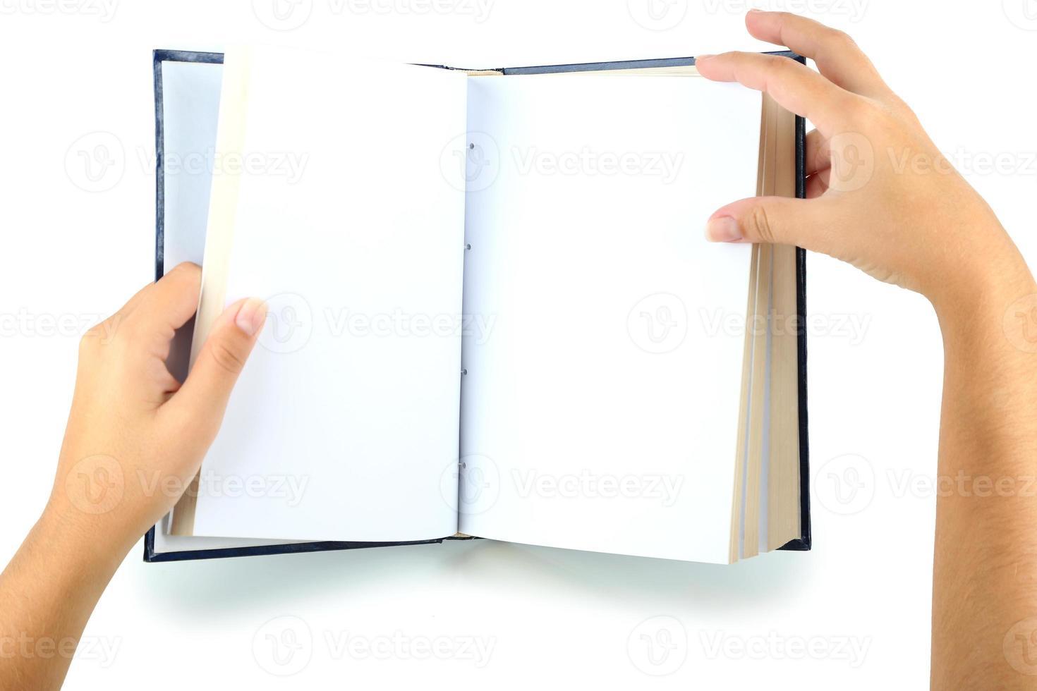 boek in handen dat op wit wordt geïsoleerd foto