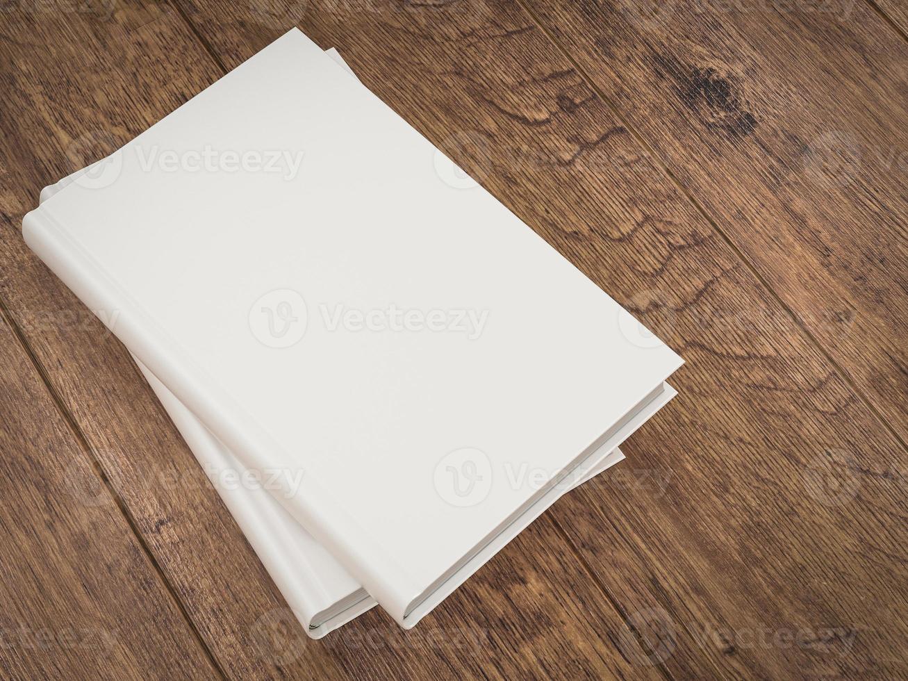 lege witte boek mockup sjabloon op houten achtergrond foto