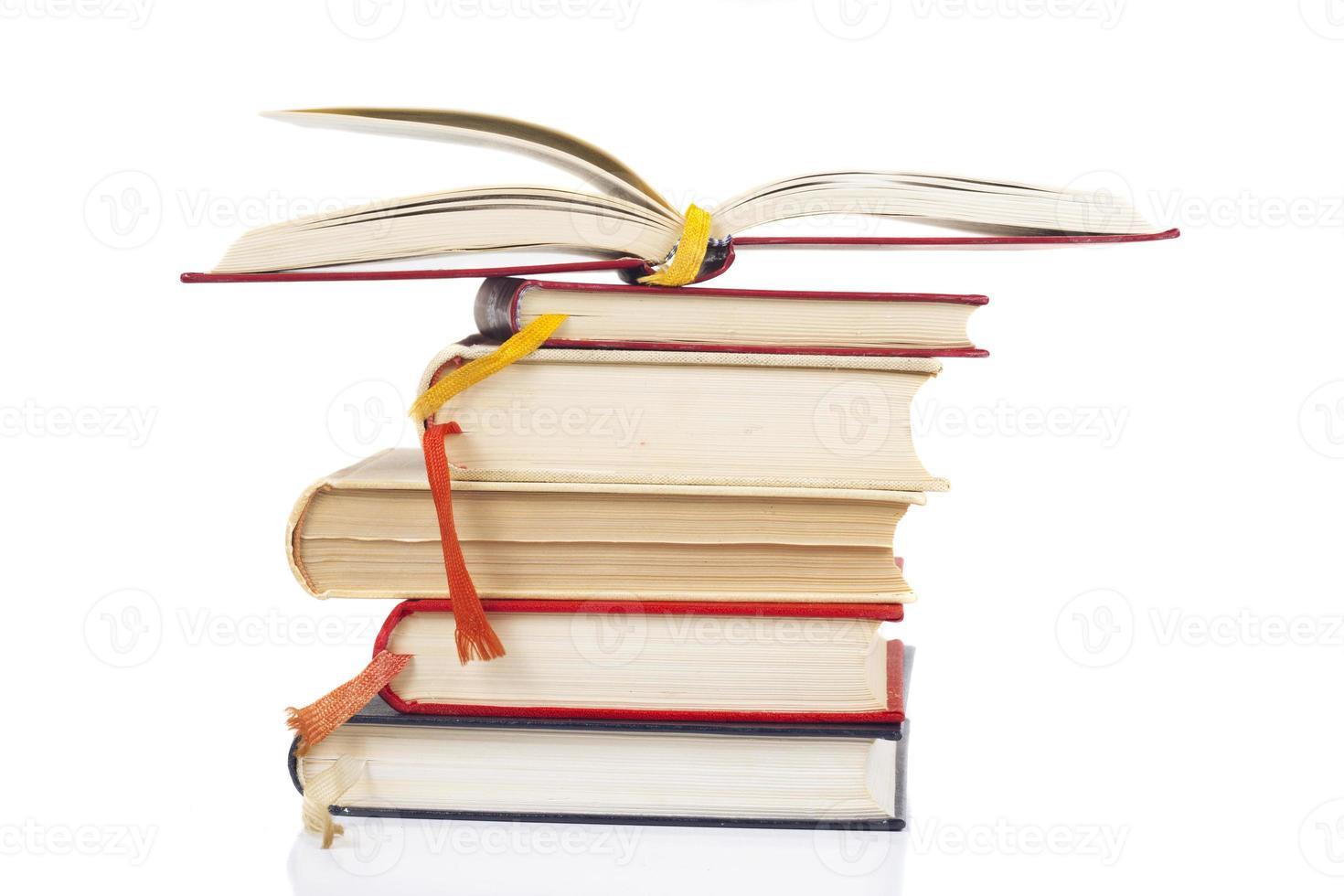 stapel en open boek foto