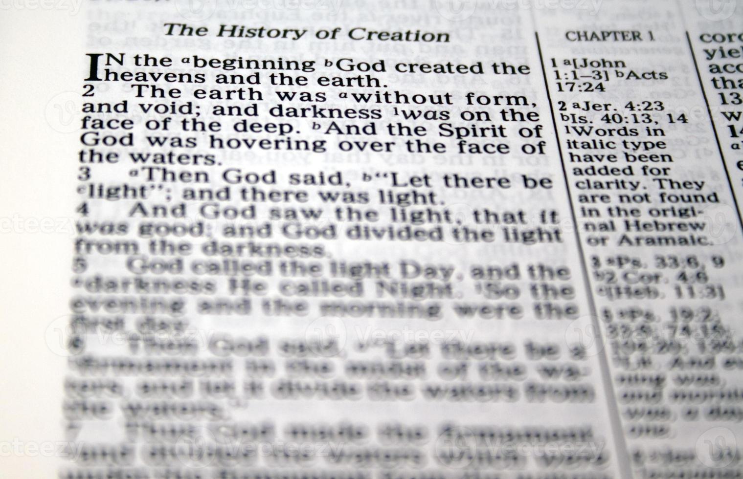 in het begin schiep God ... foto