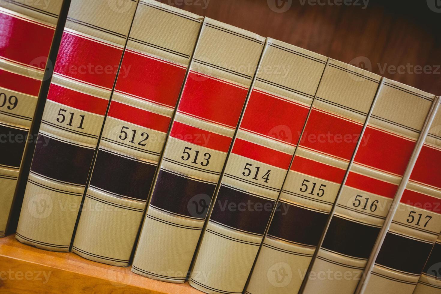 close up van grote boeken foto