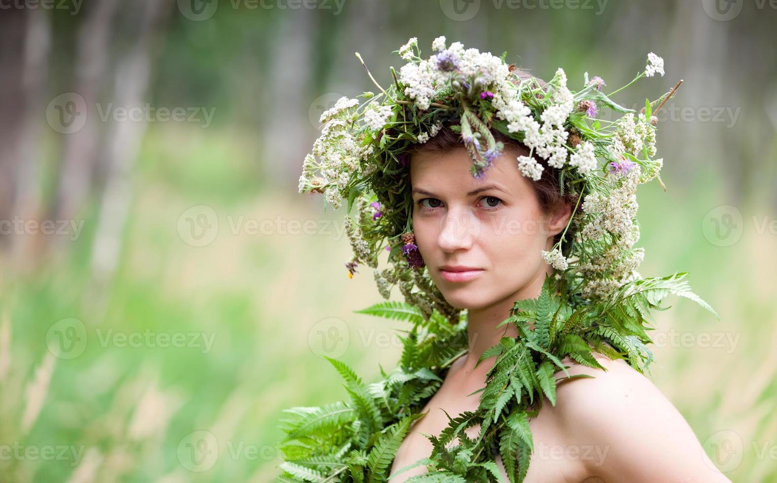 bloemen vrouw krans foto