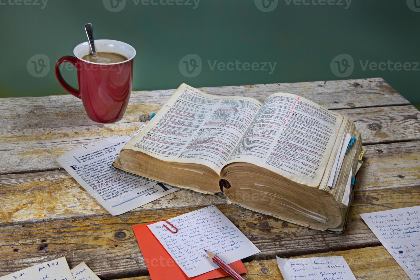 dagelijkse bijbelstudie foto