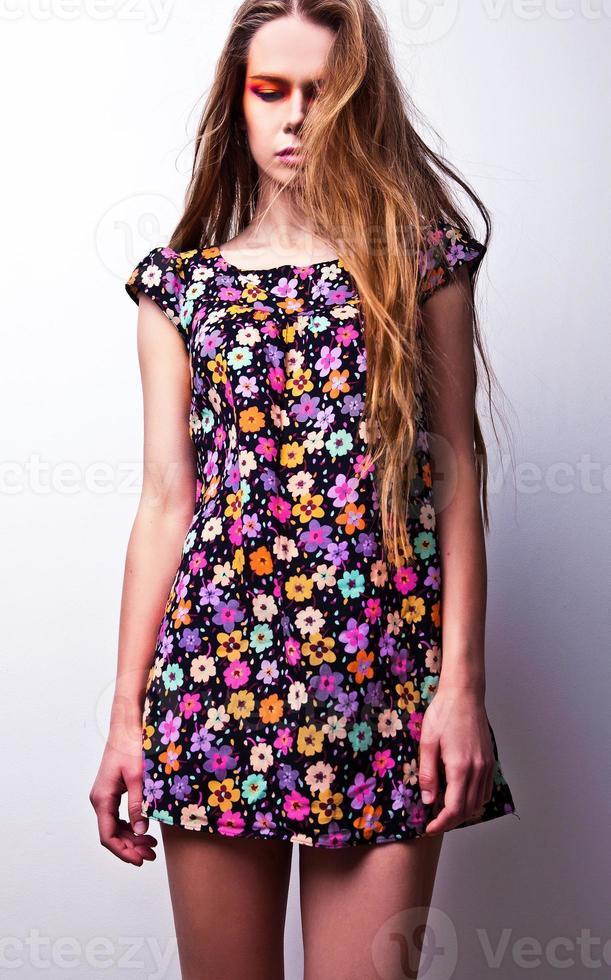 jonge sensuele schoonheid vrouw poseren in studio. foto