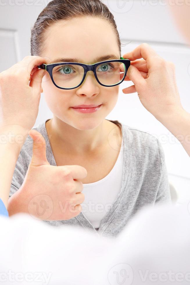visie test, een kind een oogarts. foto