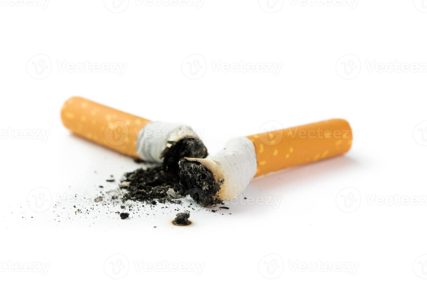 sigarettenpeuk met as foto