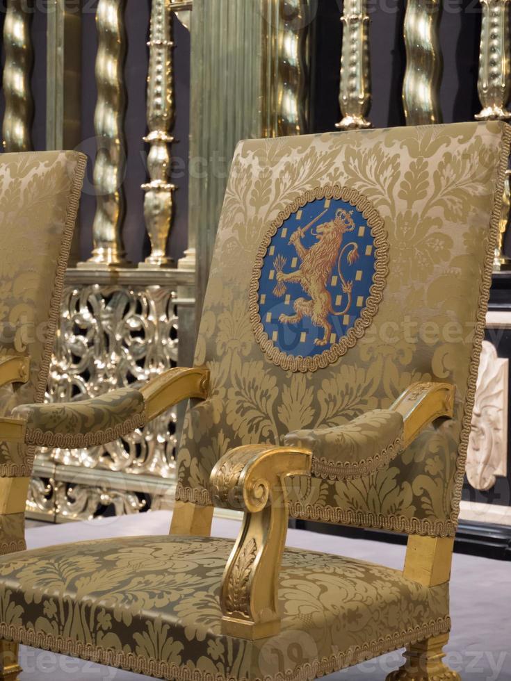 koninklijke zetel zoals gebruikt tijdens de inauguratie van de nieuwe koning foto