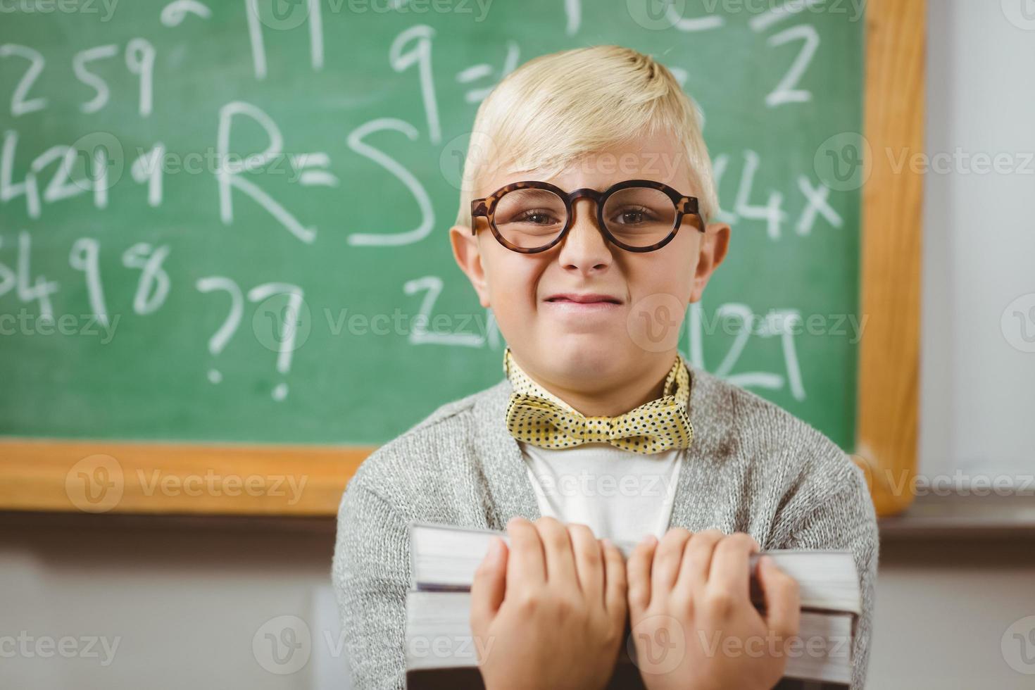 leerling verkleed als boeken van de leraarsholding foto