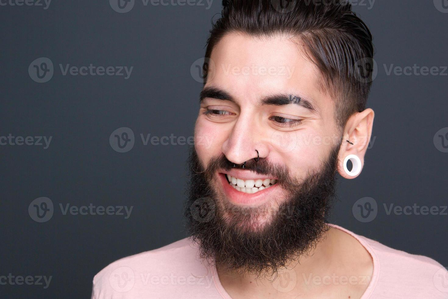 close-up portret van een moderne jonge man foto
