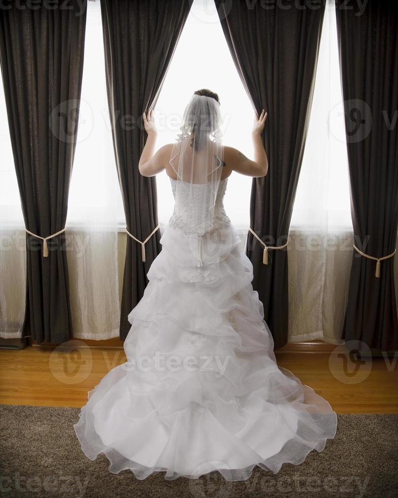 piekende bruid foto