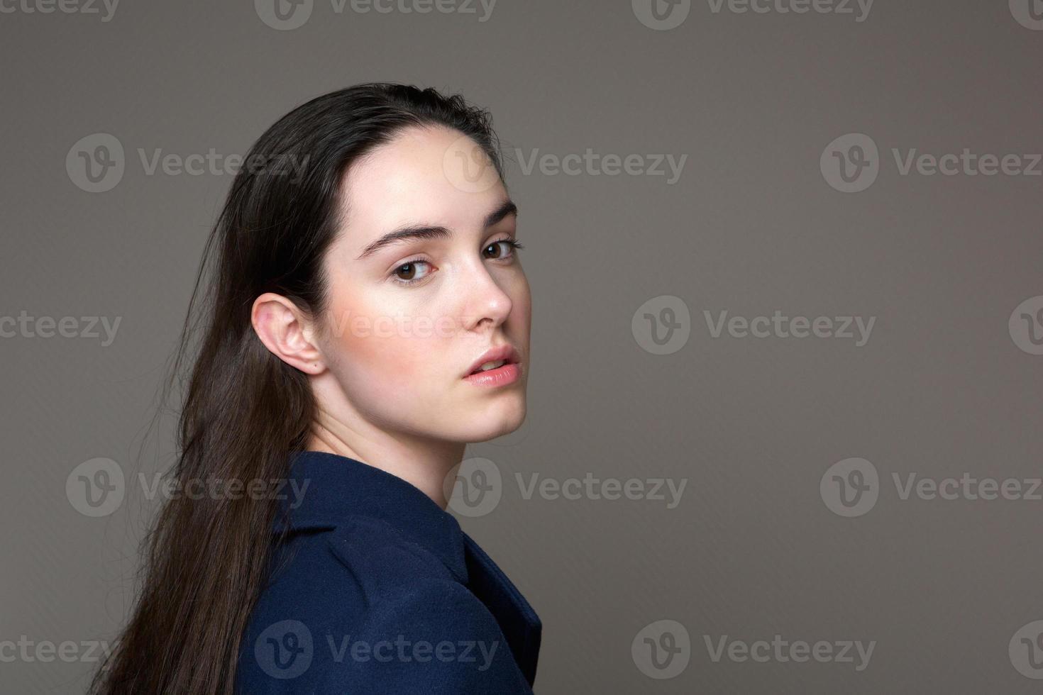 mooie jonge vrouw foto
