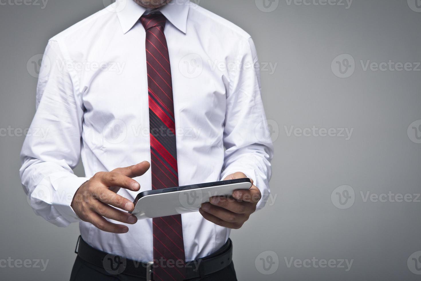 bezig met een digitale tablet foto