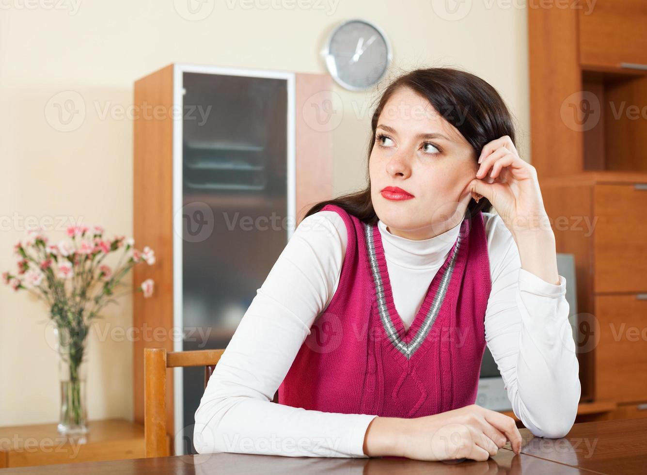 triest brunette vrouw foto