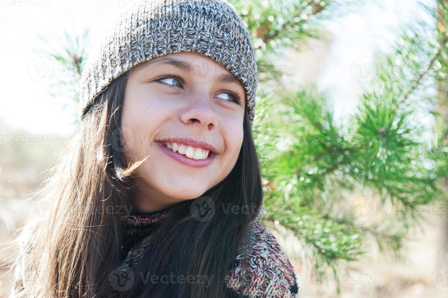 meisje tiener in een pet foto