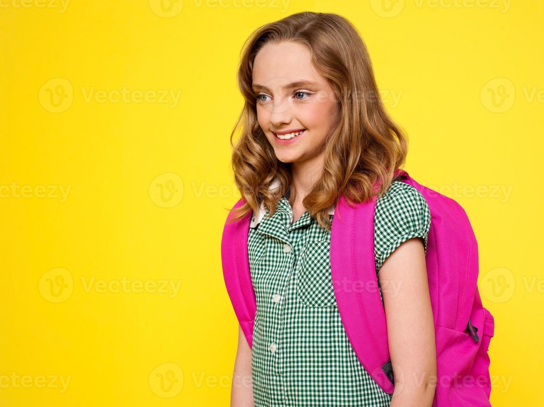 schoolmeisje met rugzak foto
