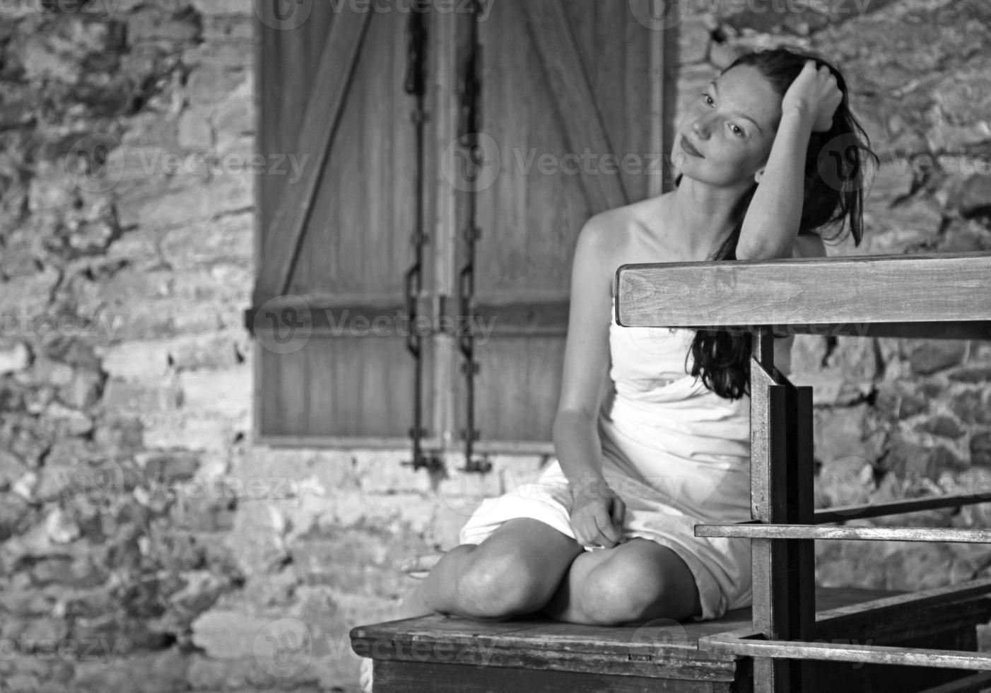 mooi meisje in likava kasteel, slowakije foto