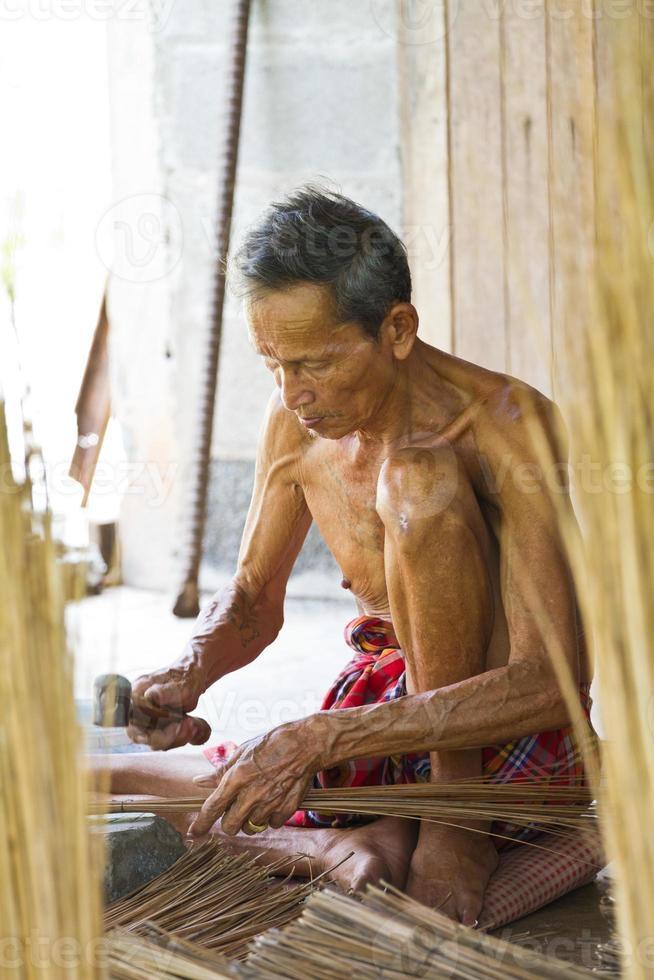 mannelijke oudere bezem foto