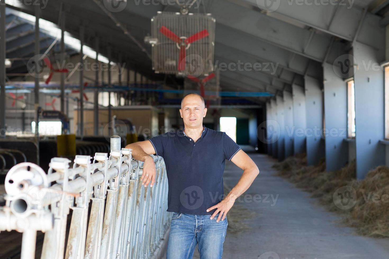 mannelijke boer in een boerderij foto