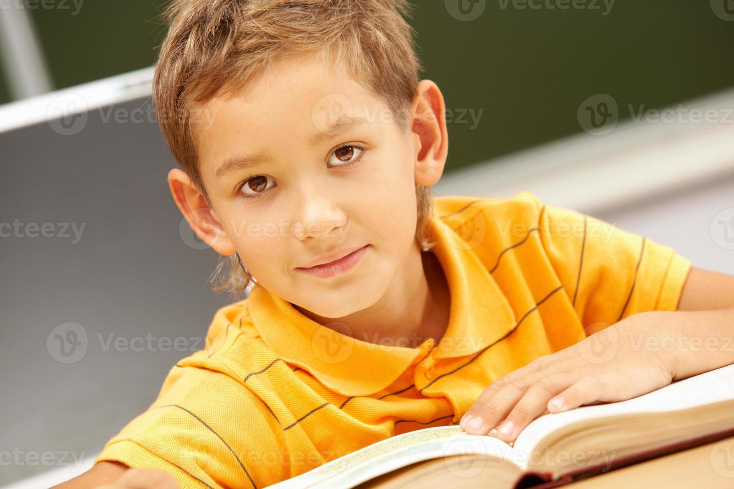 jeugdige lezer foto