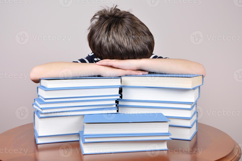 moe jongen en boeken foto