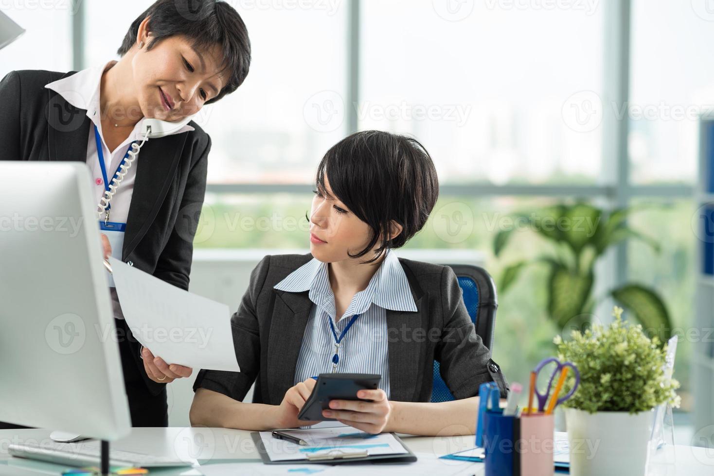 twee vrouwelijke ondernemers foto