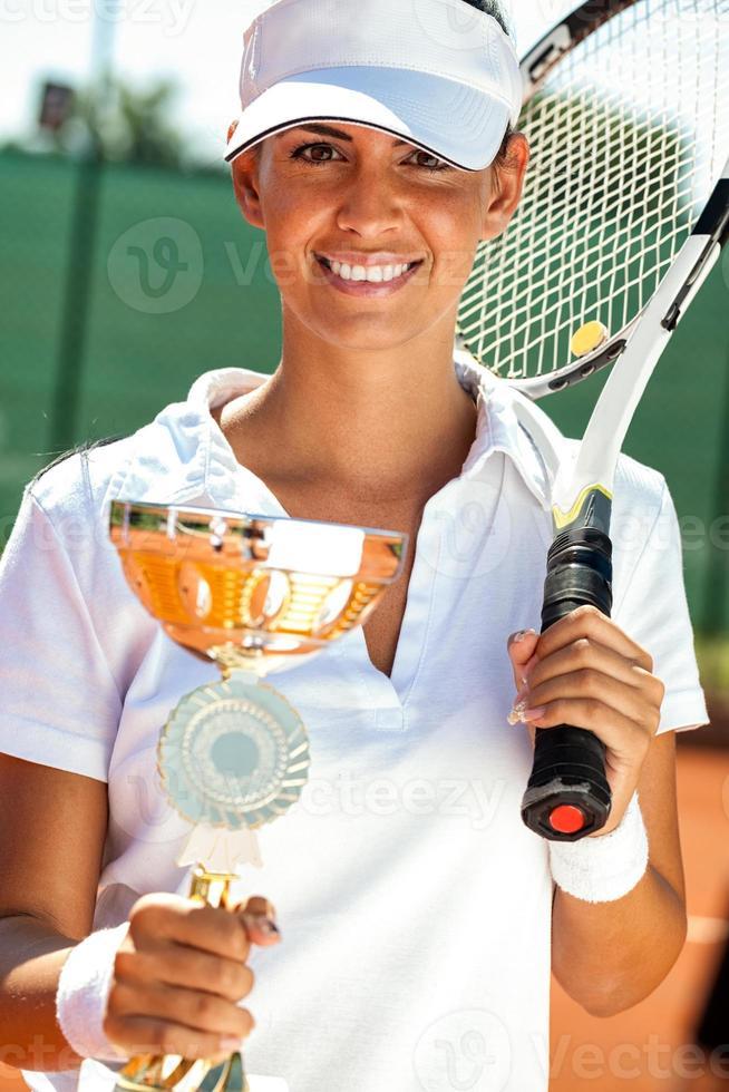 tennisser met gouden beker foto