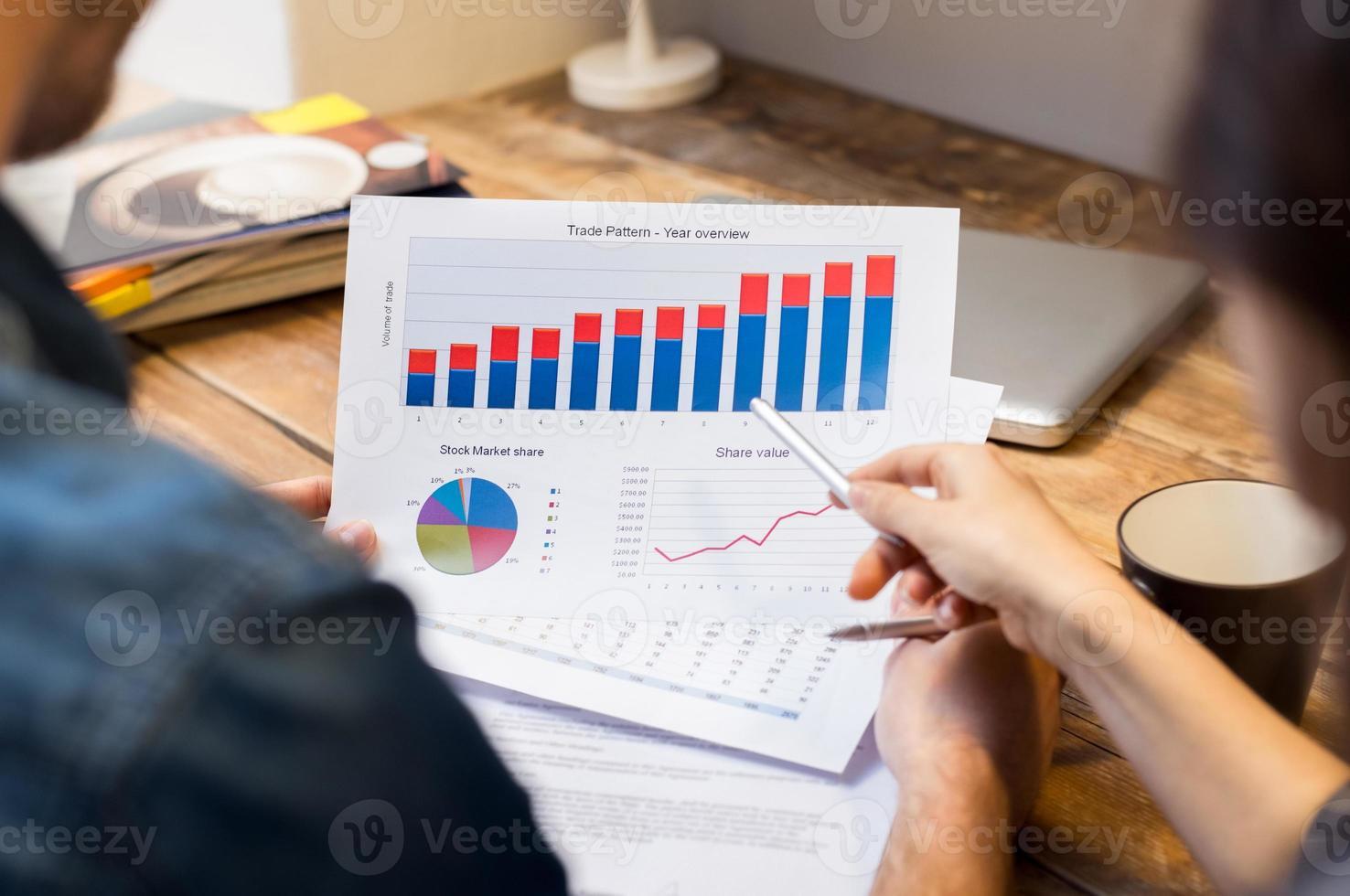 zakelijke grafieken en diagrammen foto