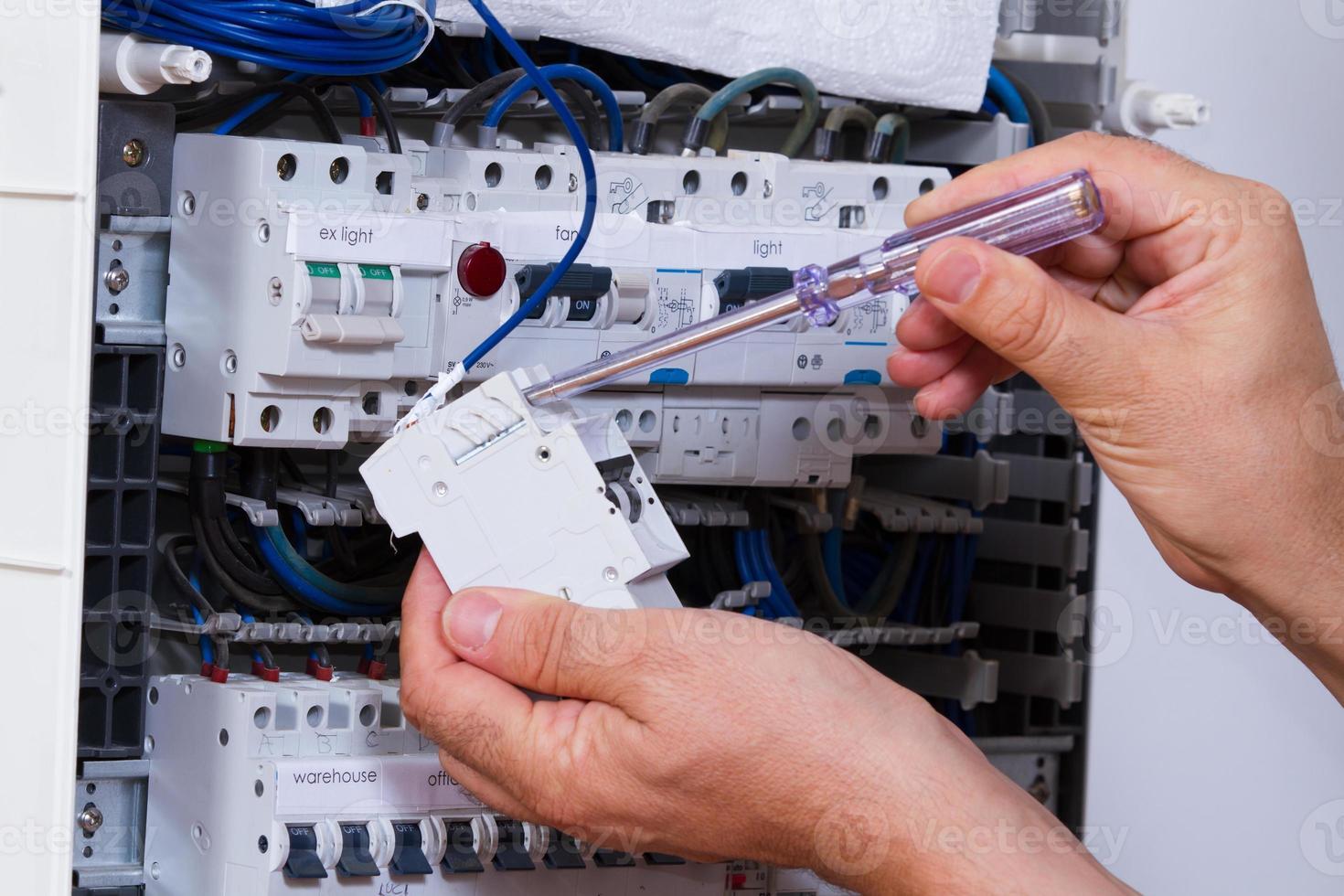 elektricien op het werk foto
