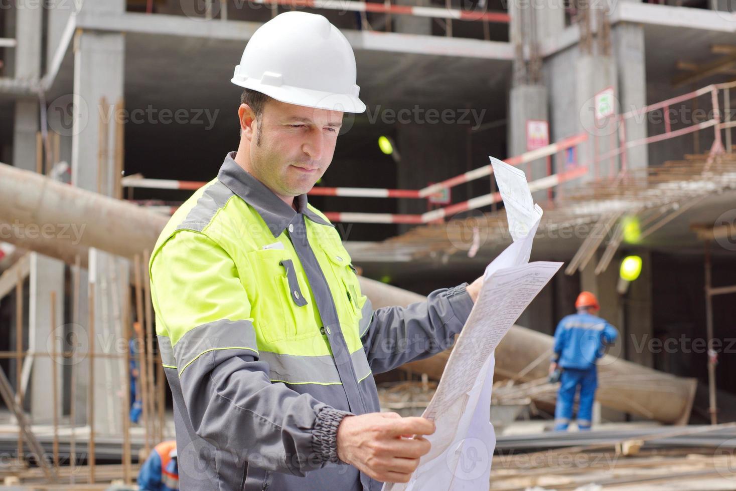 burgerlijk ingenieur op de bouwplaats foto