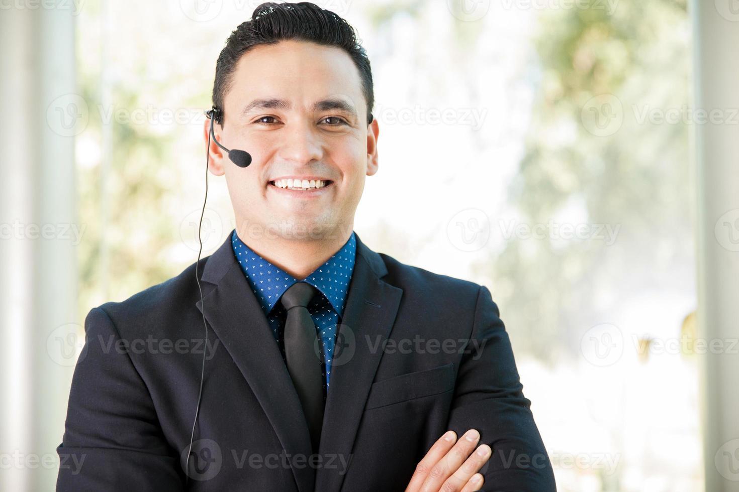 tevreden verkoper met headset foto
