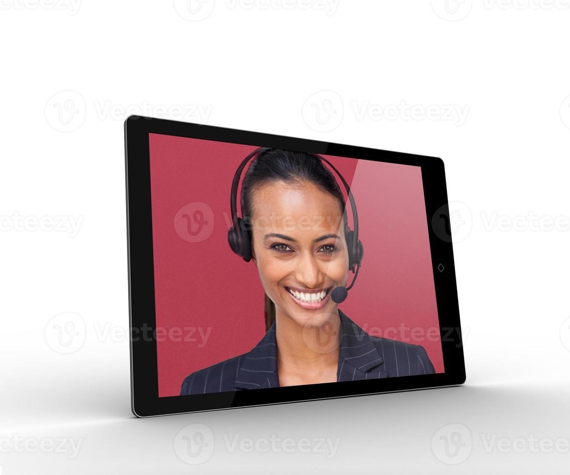 digitale tablet met lachende zakenvrouw foto