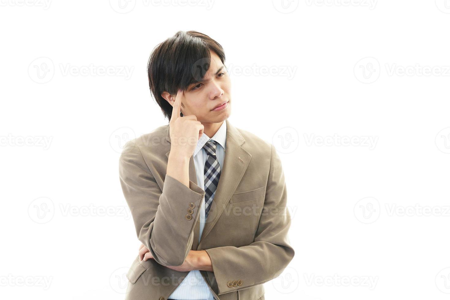 beklemtoonde Aziatische zakenman foto
