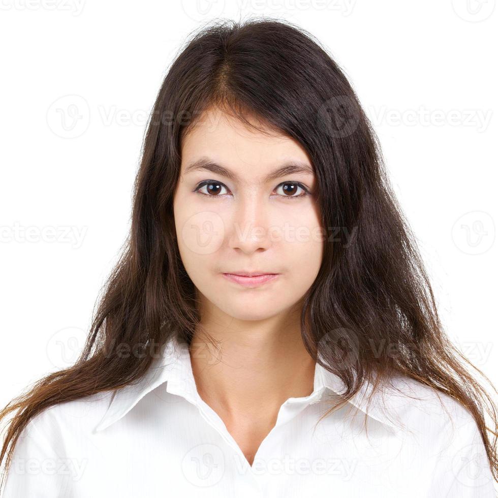 pasfoto van mooie vrouw in wit overhemd foto