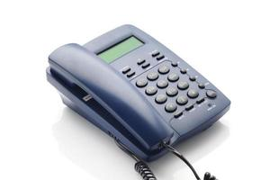 moderne telefoon met lcd-scherm in blauwe kleur. foto