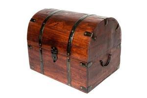 oude houten koffer geïsoleerd foto