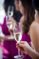 bruidsmeisjes champagne foto