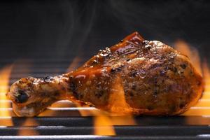 kip op een barbecue