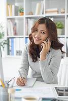 aantrekkelijke officemanager foto