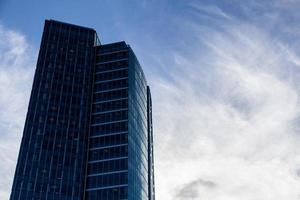 stadsgezicht met wolkenkrabber