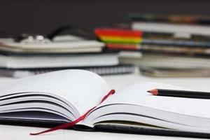 werkplek met open zakelijke agenda en lege ruimte voor tekst foto