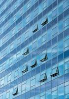architectonisch detail van een modern gebouw van de glaswolkenkrabber foto