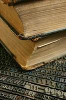 low key, beweegbaar type met oud boek foto