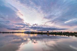 zonsondergang in Kuching, Borneo foto