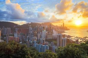 hdr: zonsondergang in de skyline van hong kong foto