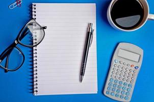 notebook en benodigdheden foto